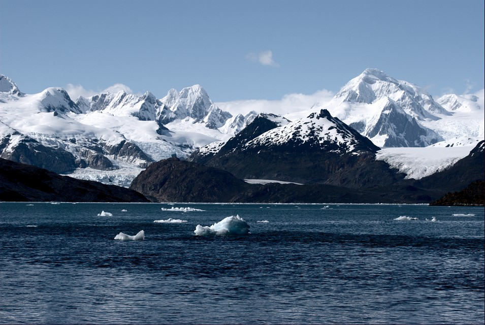 Ainsworth bay and Marinelli glacier / Bahía Ainsworth y glaciar Marinelli - Alberto de Agostini National Park