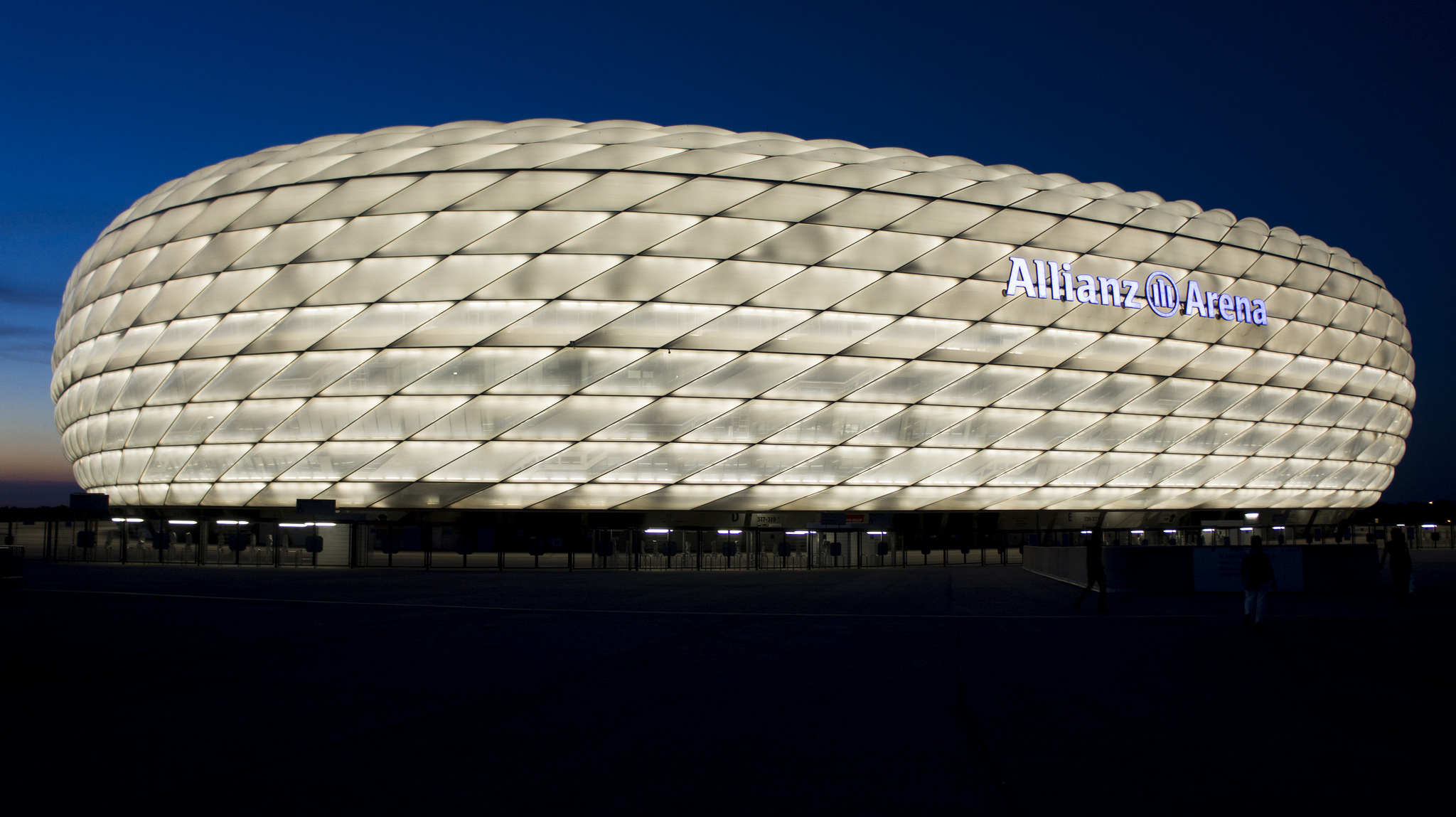 allianz arena stadium in munich thousand wonders. Black Bedroom Furniture Sets. Home Design Ideas