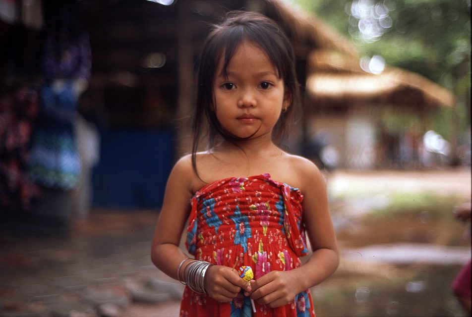 Little girl, Angkor Thom - Angkor Thom