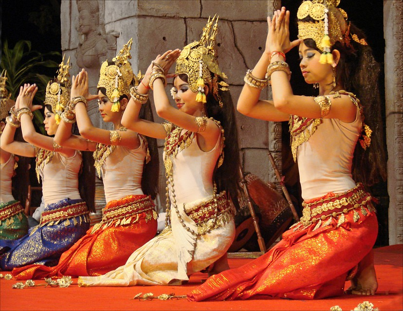 Apsara: Traditional Khmer dance at Amazon Angkor Restaurant - Siem Reap