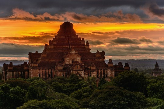 Sunrise at the Dhammayangyi