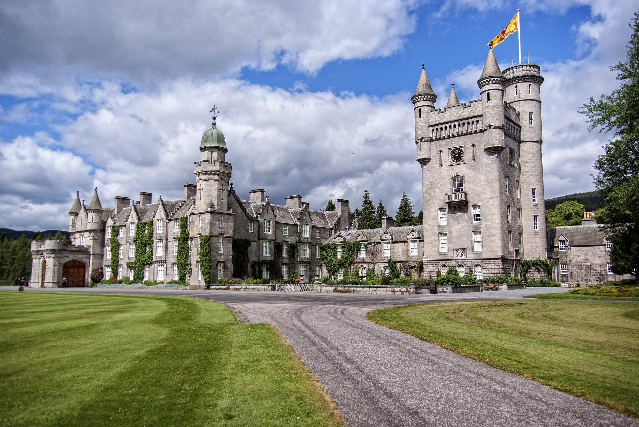 Balmoral Castle, Scotland - The GREAT Britain Travel Bucket List | via It's Travel O'Clock