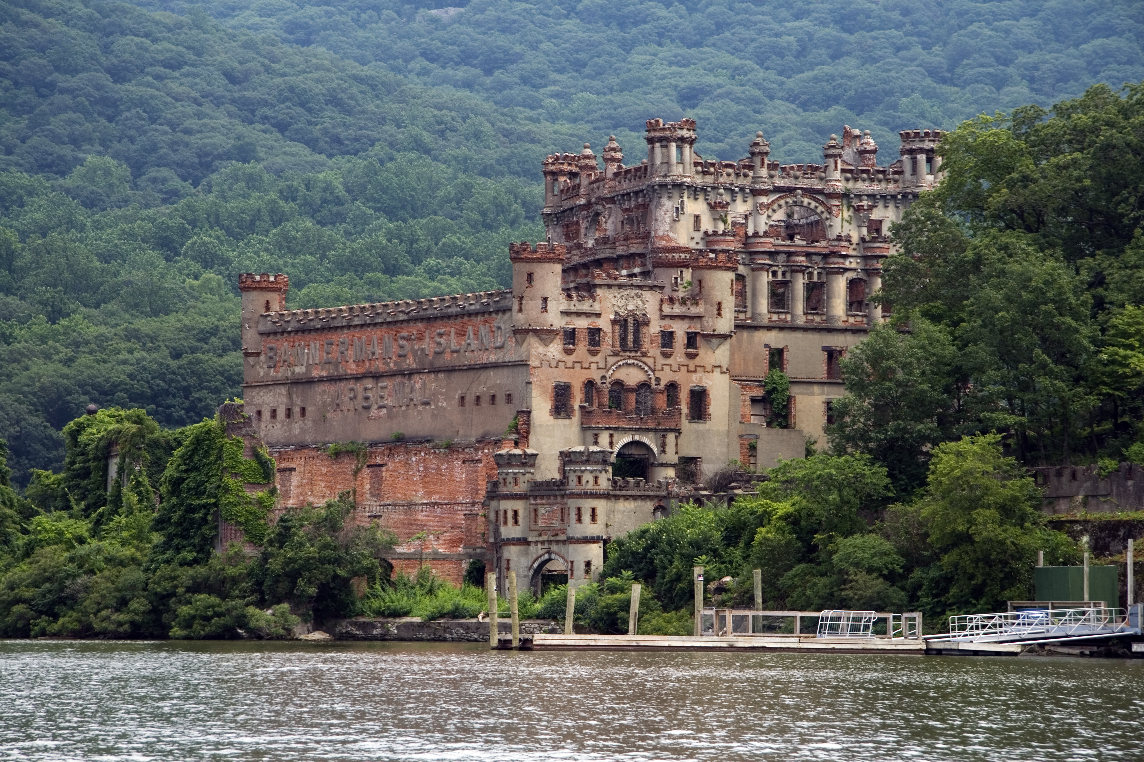 Bannerman 39 s castle castle in new york thousand wonders for Pennsylvania hotel new york haunted