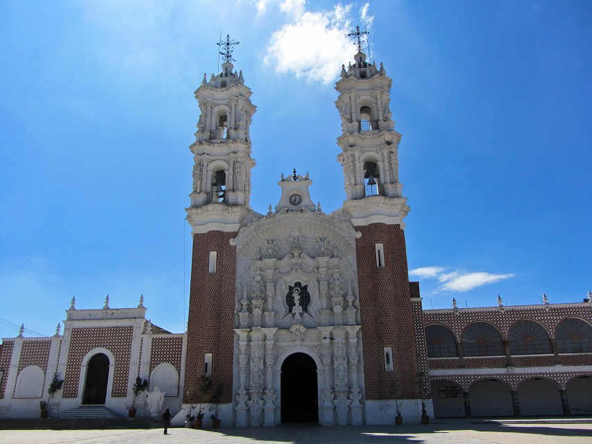 beautiful basilica - Basilica of the Virgin of Ocotlán