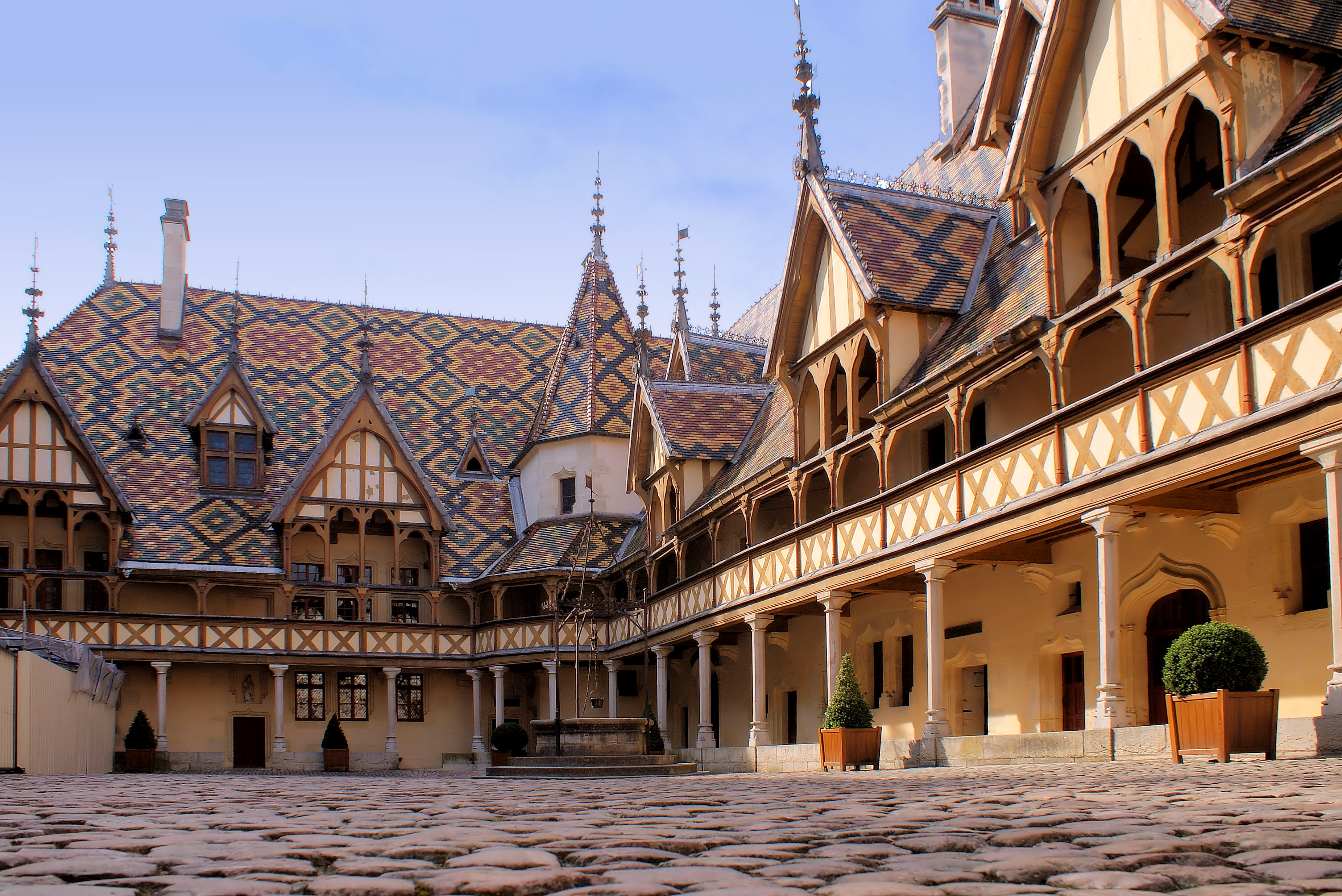 Beaune city in france sightseeing and landmarks for Hotels beaune