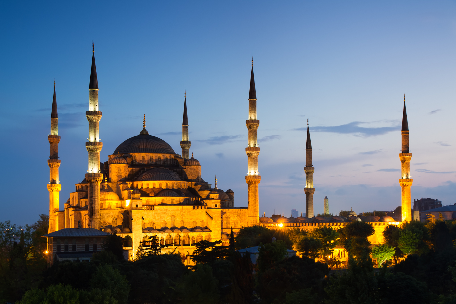 Blue mosque mosque in istanbul thousand wonders for Blue istanbul hotel taksim