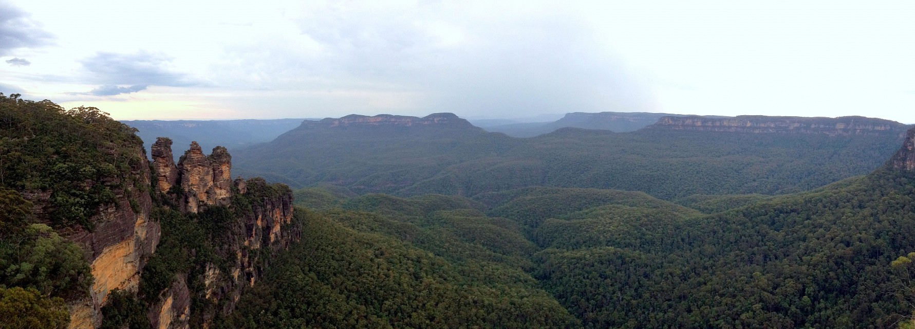 Three Sisters Blue Mountains Australia - Blue