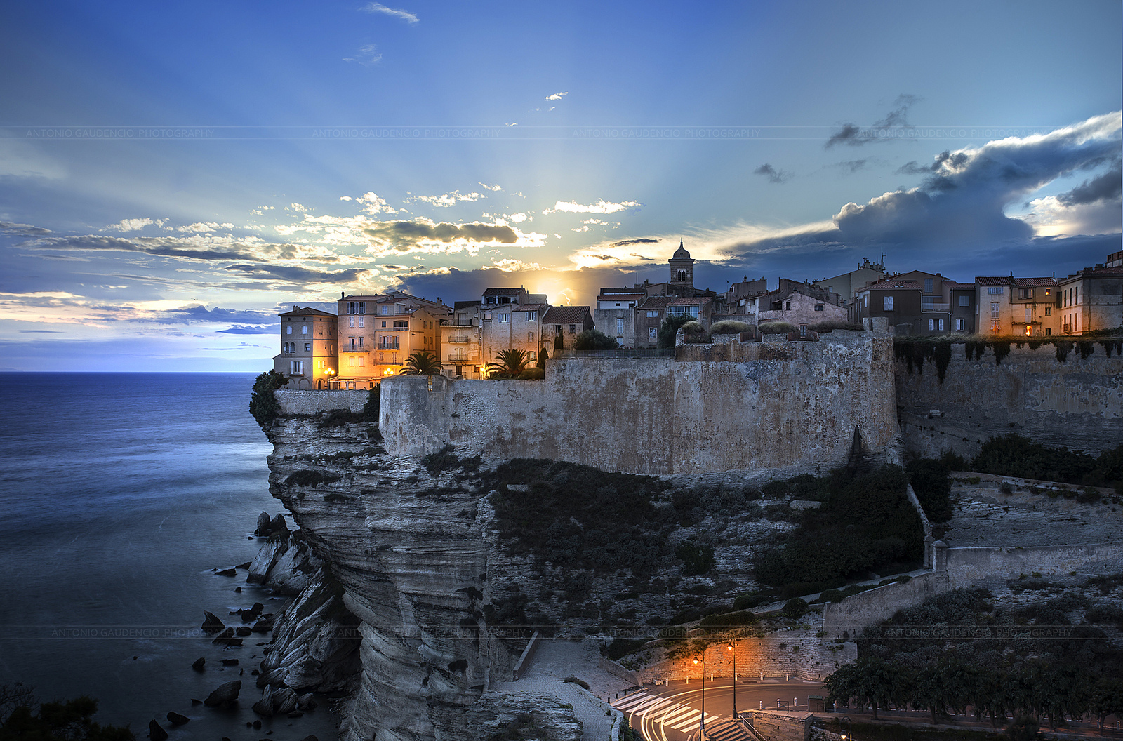 Bonifacio coast in corsica thousand wonders for Paysage de ville