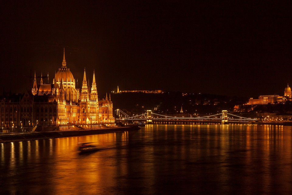 Budapest by night - Le Parlement - photo picture image photography - Budapest Parliament