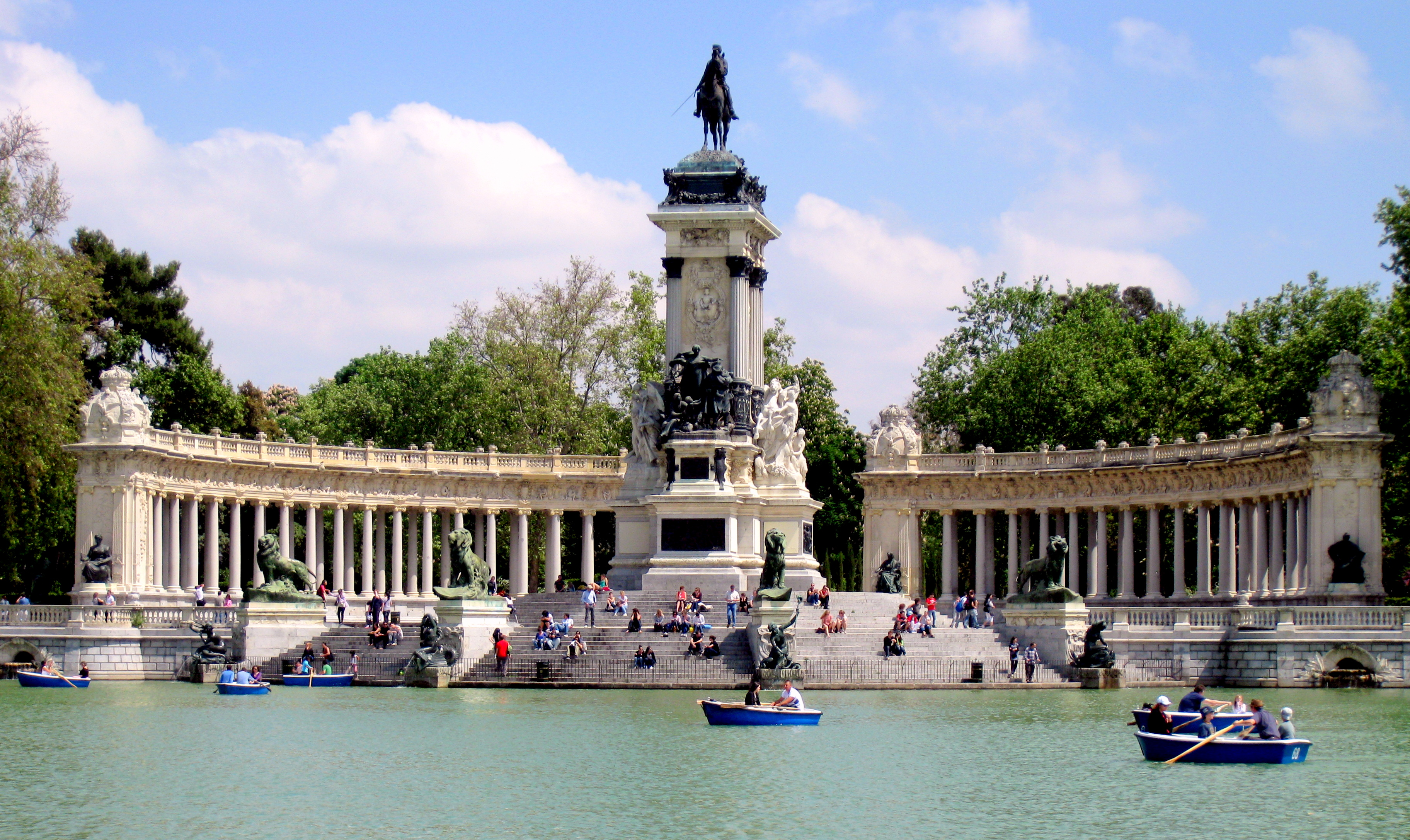 Buen retiro park urban park in madrid thousand wonders for Parques de madrid espana