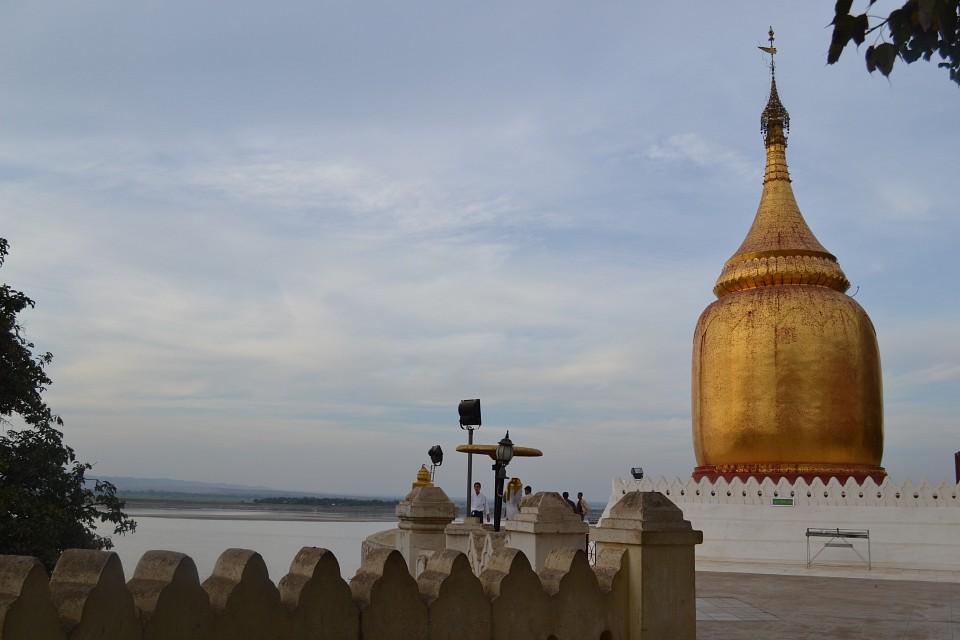 Bupaya Pagoda and the Irrawaddy River - Bupaya Pagoda