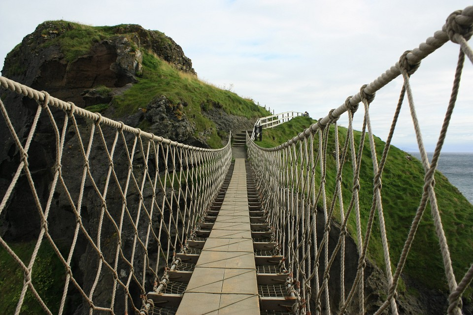 Carrick-a-rede, Rope Bridge, Ballintoy, Antrim - Carrick-a-Rede Rope Bridge