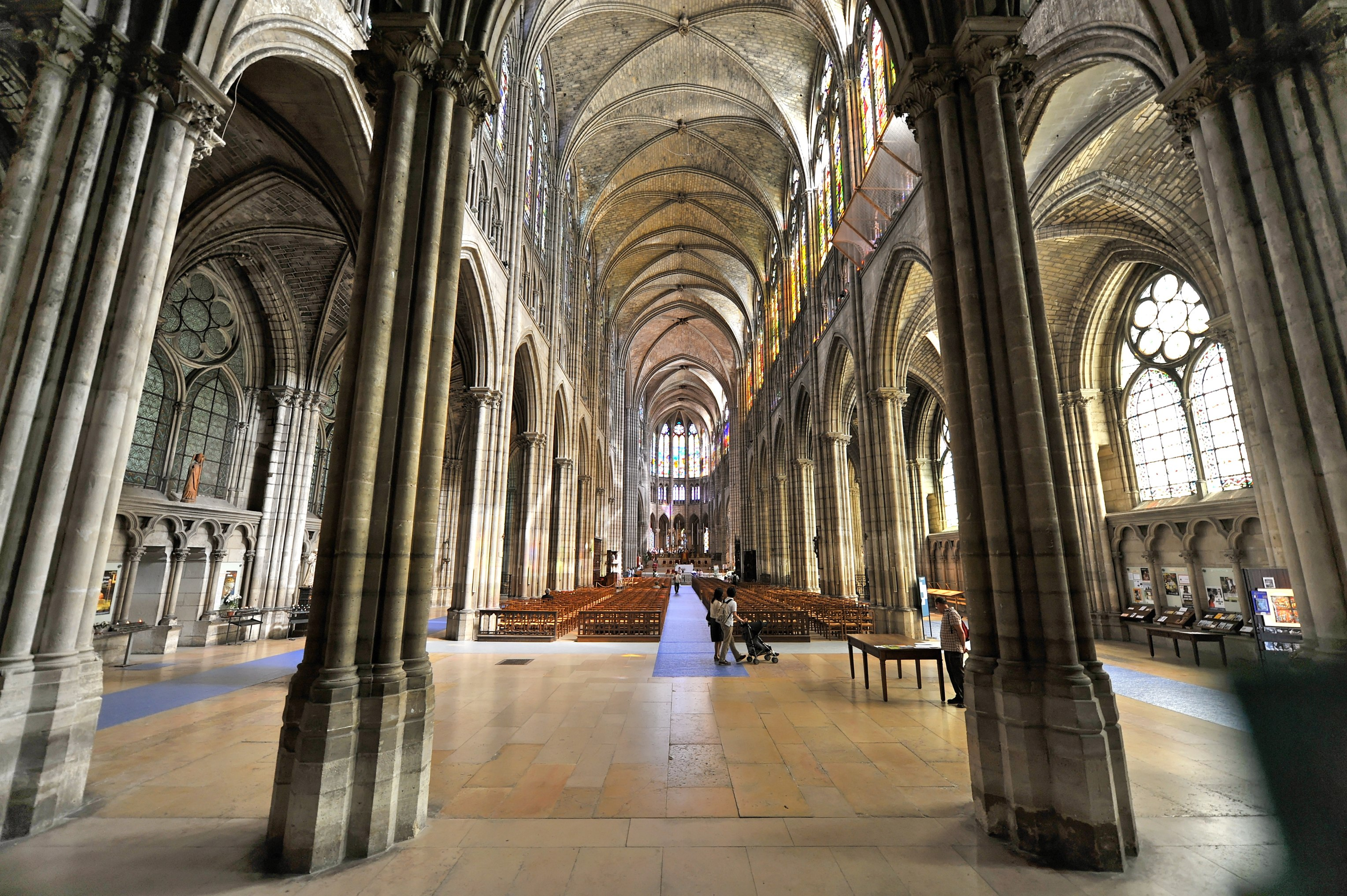cathedral basilica of saint denis church in paris thousand wonders. Black Bedroom Furniture Sets. Home Design Ideas