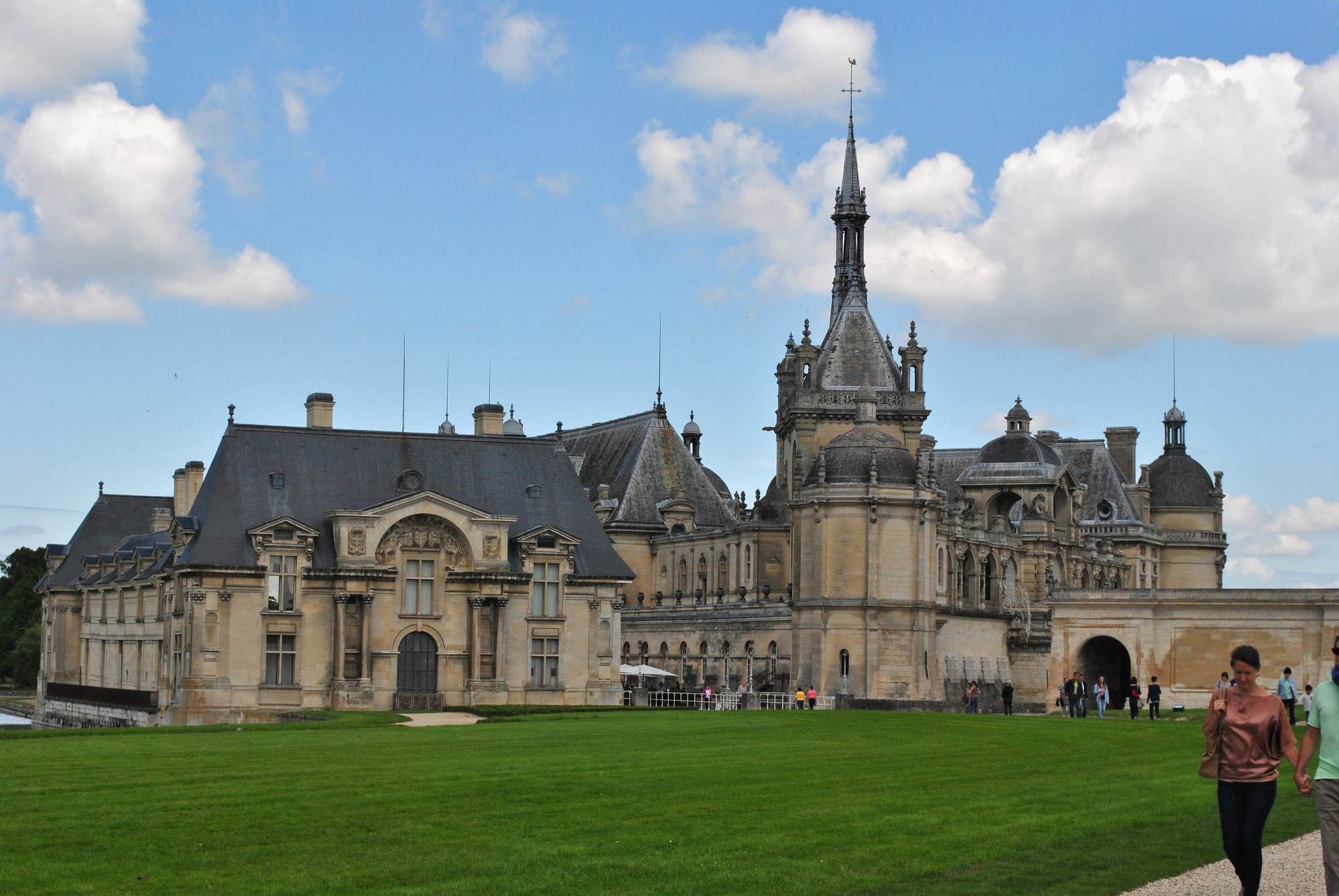 Ch teau de chantilly castle in france thousand wonders - Chateau de chantilly adresse ...