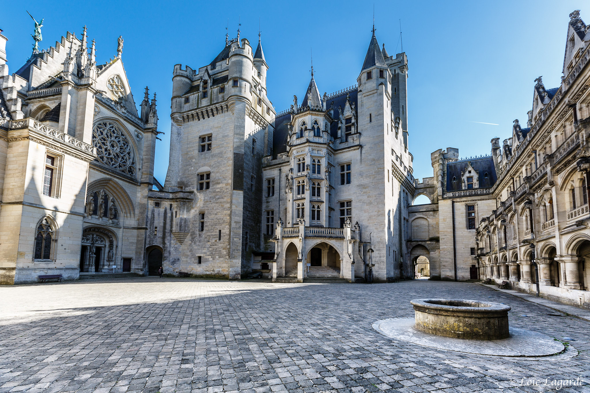 ch teau de pierrefonds castle in france thousand wonders. Black Bedroom Furniture Sets. Home Design Ideas