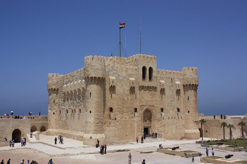 https://static.thousandwonders.net/Citadel.of.Qaitbay.640.39441.jpg