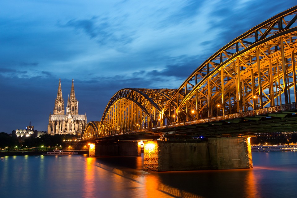 Cologne blue hour -