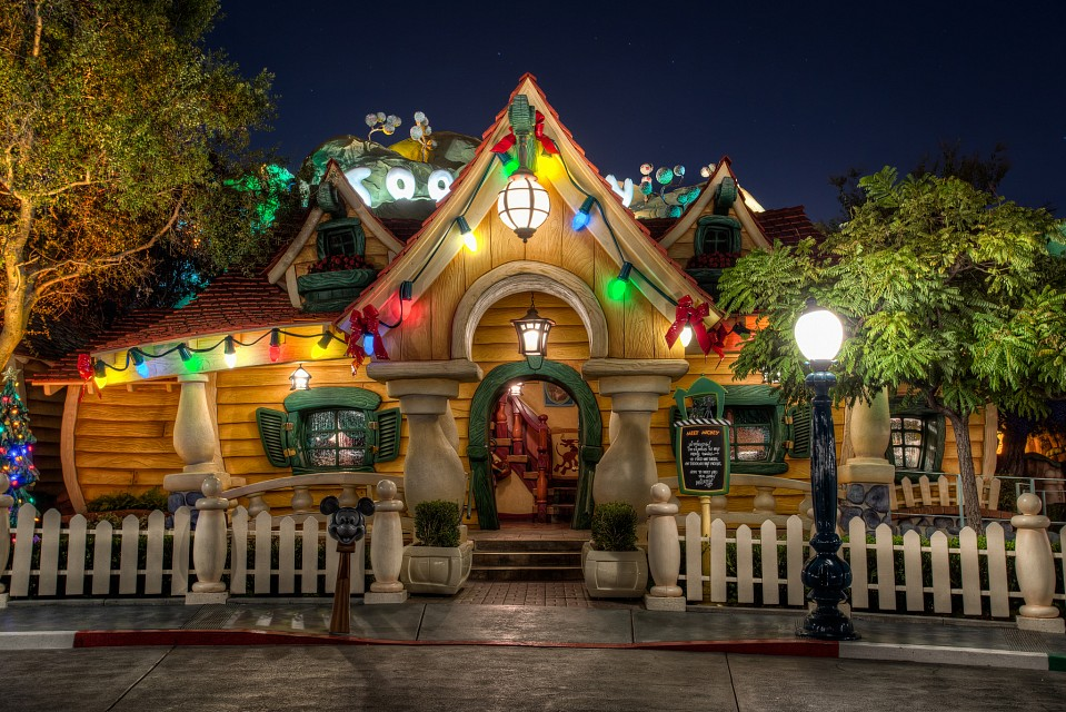 It's Already Christmas at Mickey's House - Disneyland