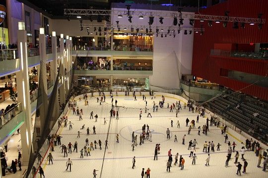 Ice Skating in Dubai Mall - Dubai Shopping - Dubai