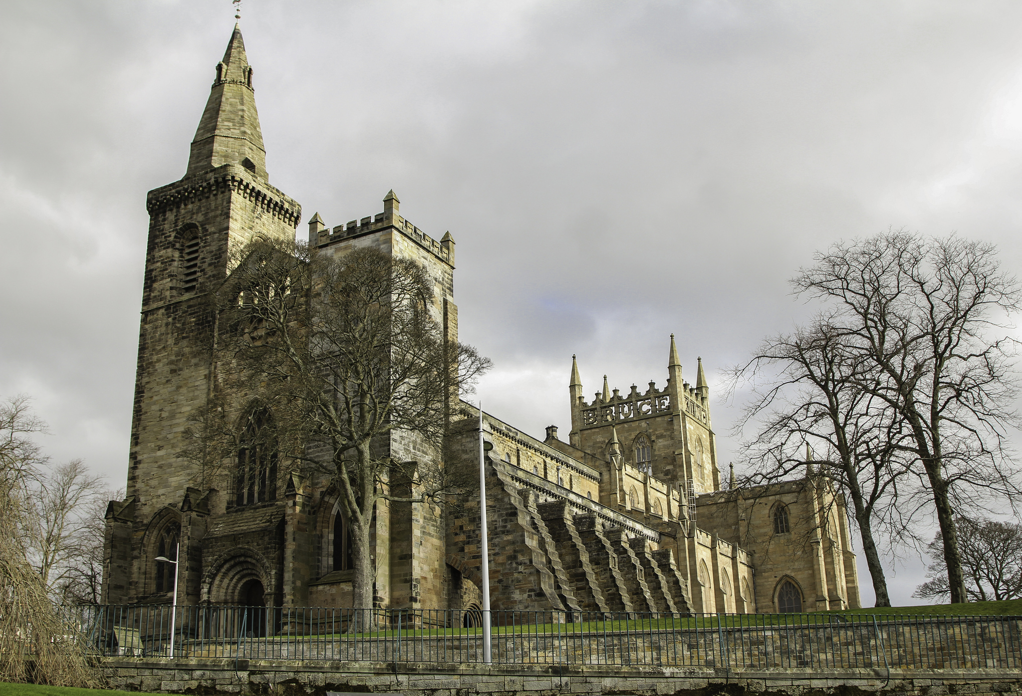 dunfermline abbey abbey in scotland thousand wonders. Black Bedroom Furniture Sets. Home Design Ideas