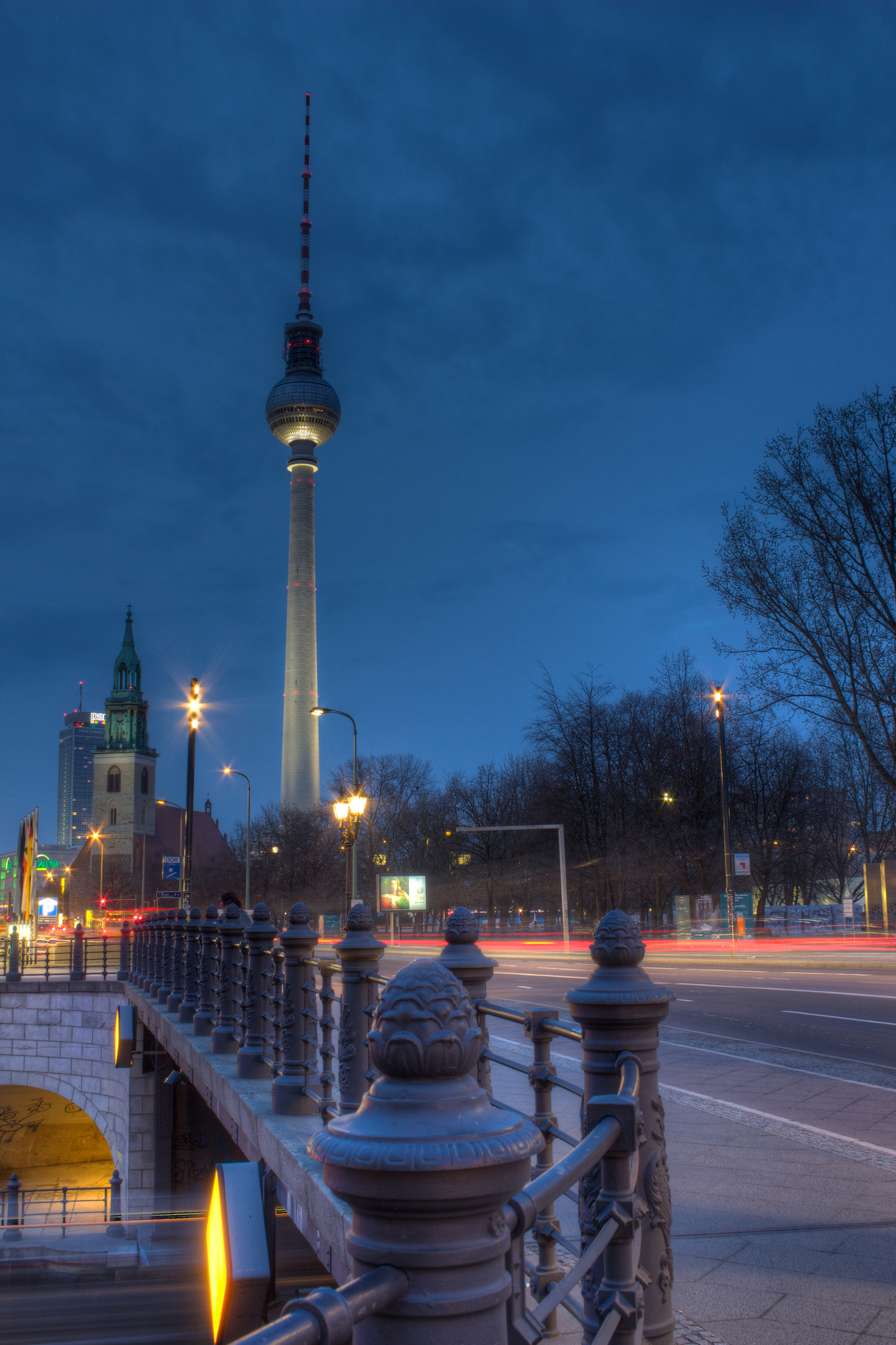 fernsehturm berlin tower in berlin thousand wonders. Black Bedroom Furniture Sets. Home Design Ideas