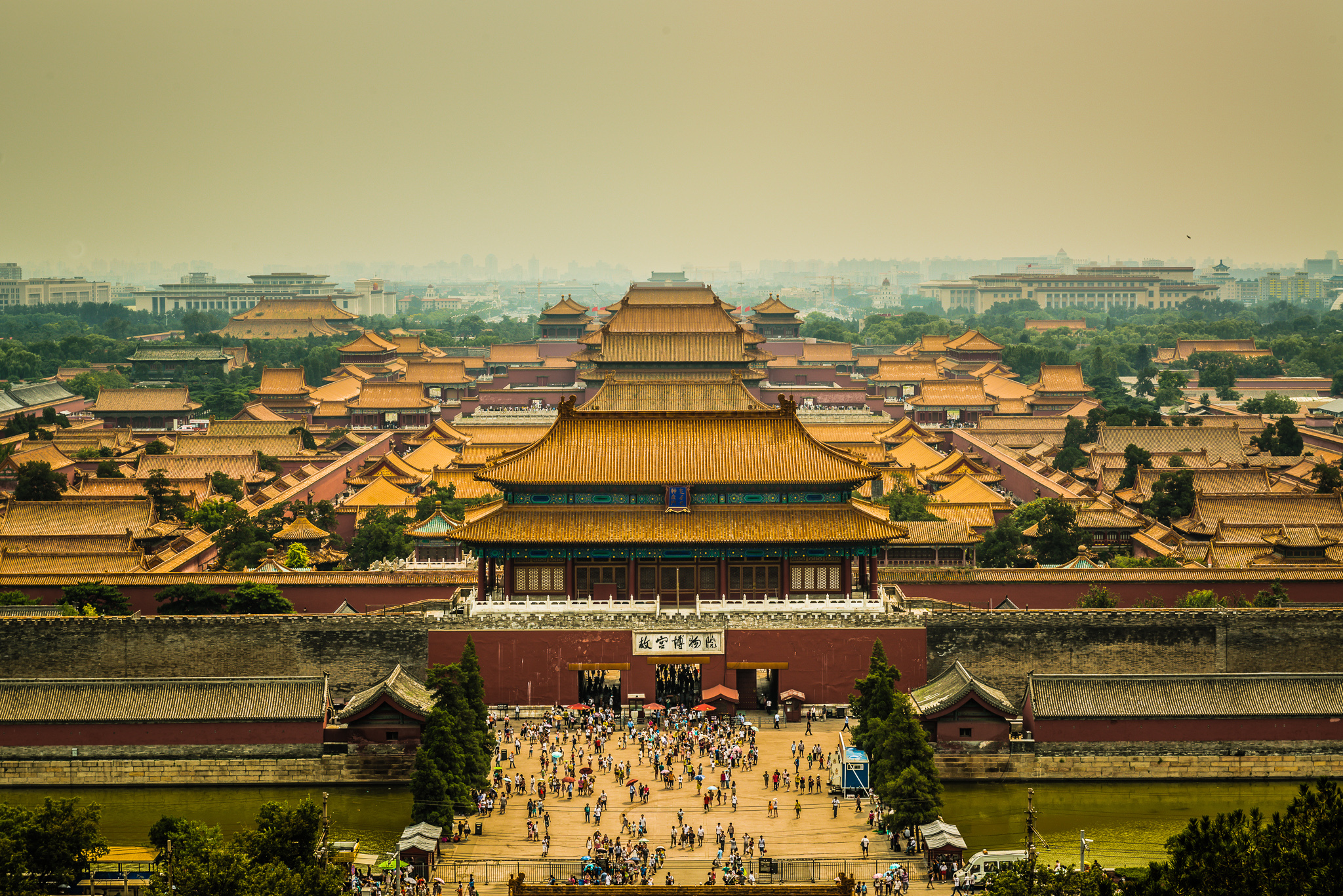 an introduction to the construction of the forbidden city Ancient chinese people displayed their very considerable skills in building the forbidden city take the grand red city wall for example.