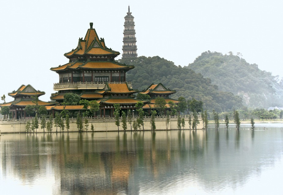 Temple by the lake - Foshan