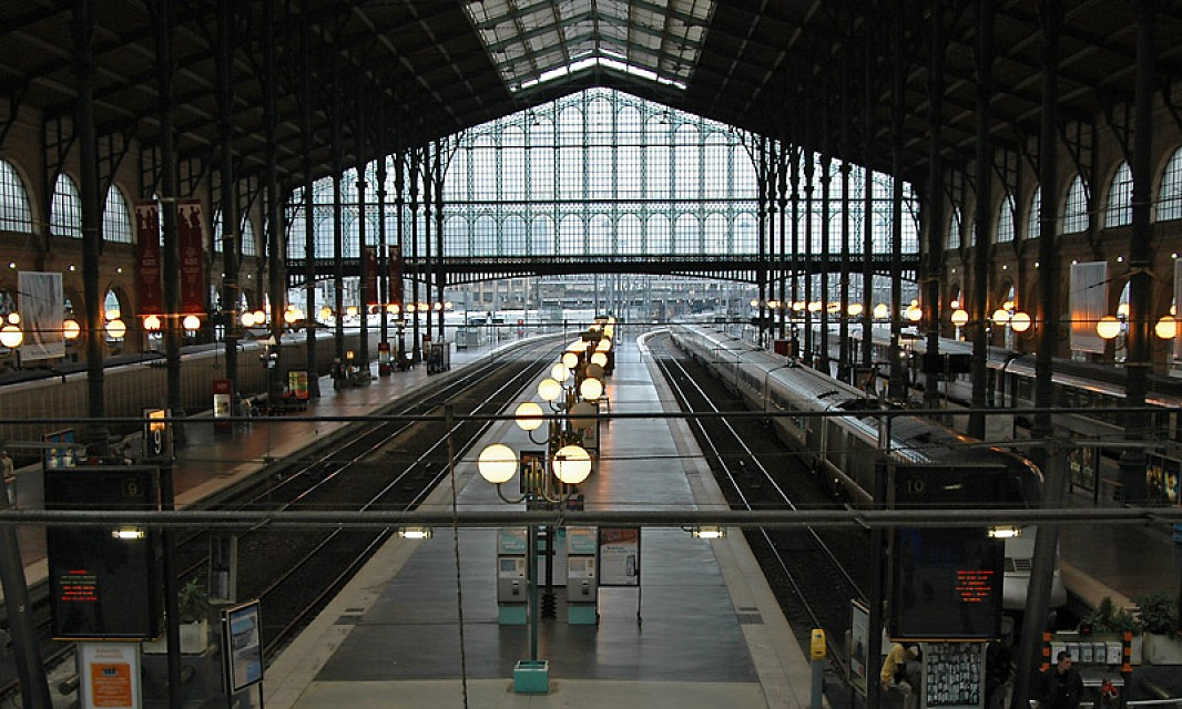 gare du nord public building in paris thousand wonders. Black Bedroom Furniture Sets. Home Design Ideas