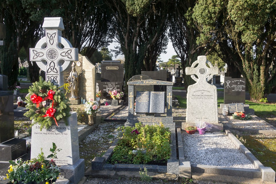 A MORE MODERN SECTION OF GLASNEVIN CEMETERY WHERE SOME ARE BURIED IN STYLE REF-101221 - Glasnevin Cemetery