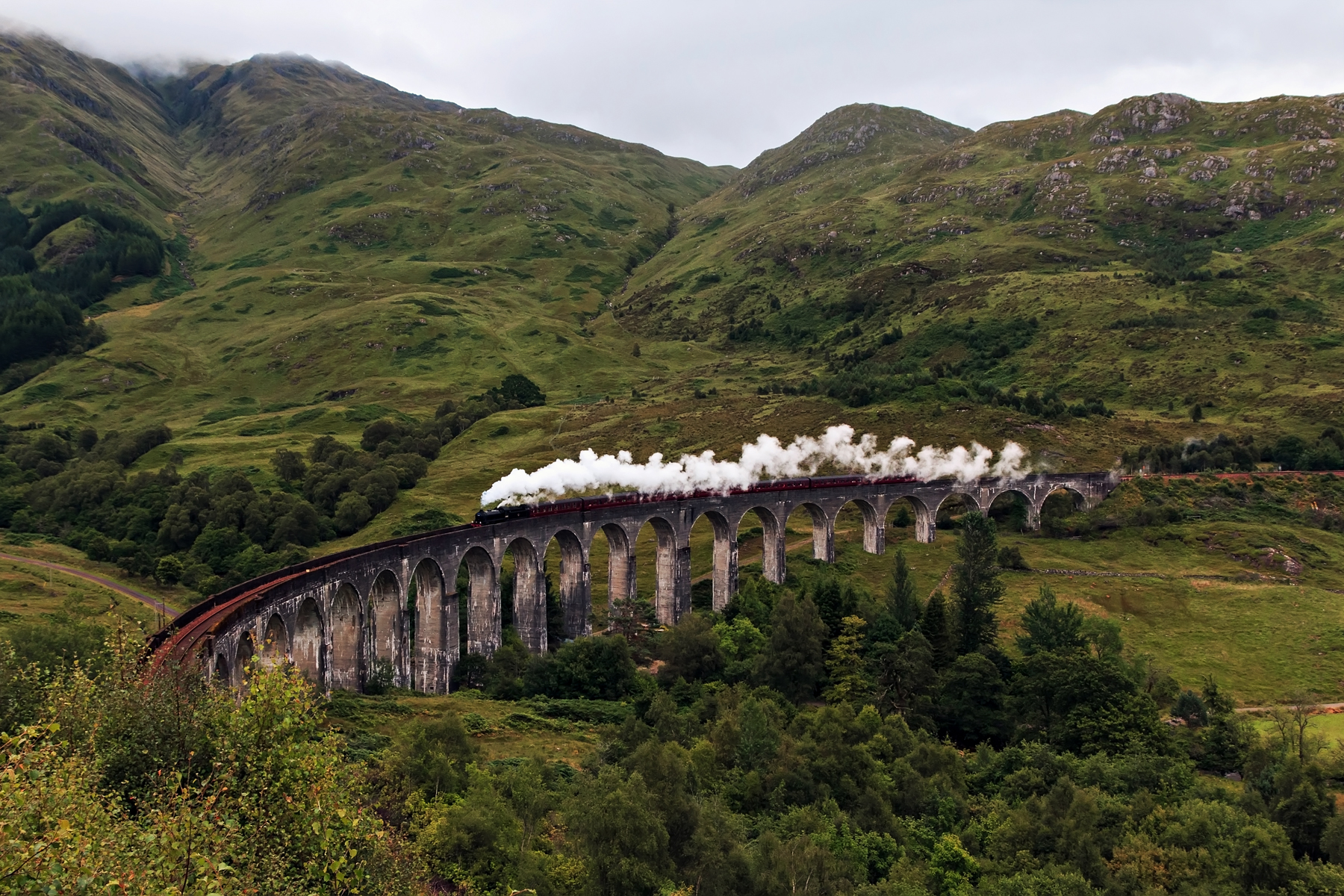 Glenfinnan United Kingdom  City new picture : Glenfinnan Viaduct. Bridge in Scotland, United Kingdom