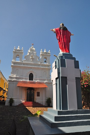 Fort Tiracol - the chapel in the hotel - Goa