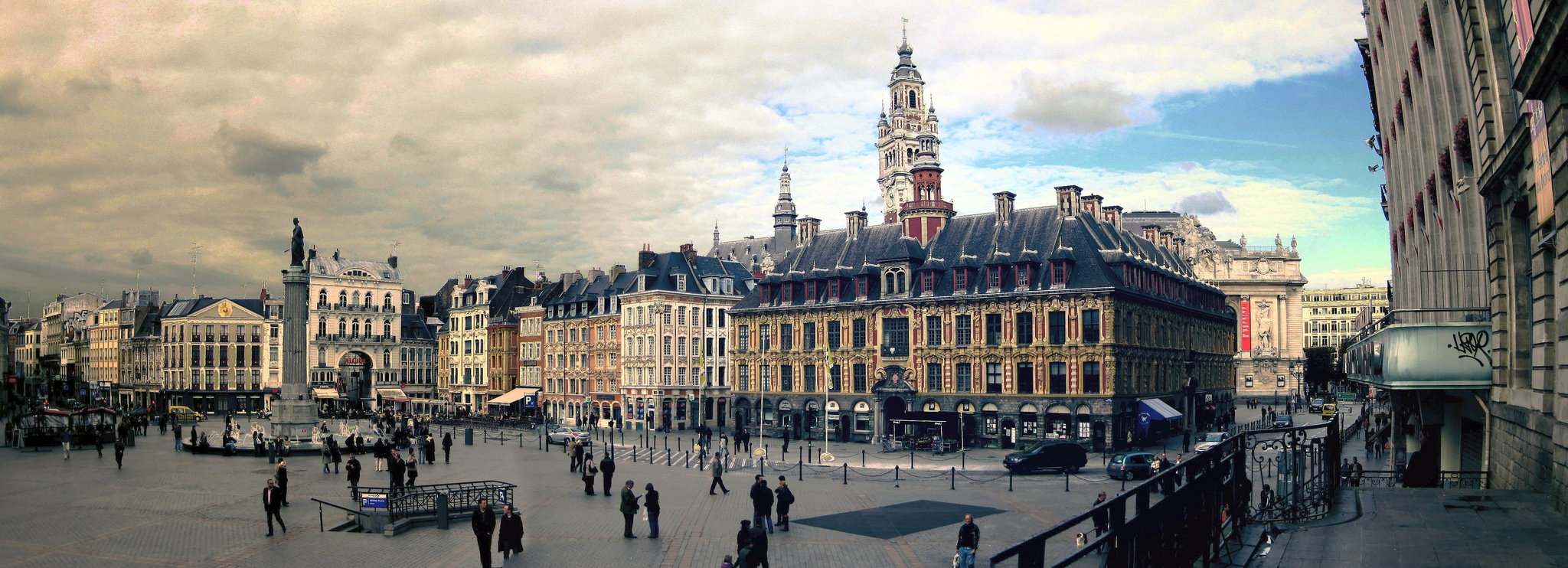 Grand place plaza in brussels thousand wonders for 82 rue brule maison lille