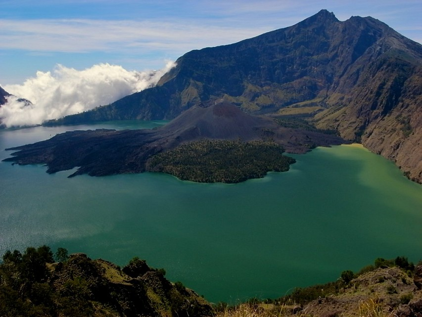 Gunung Rinjani - The crater lake - Gunung Rinjani National Park