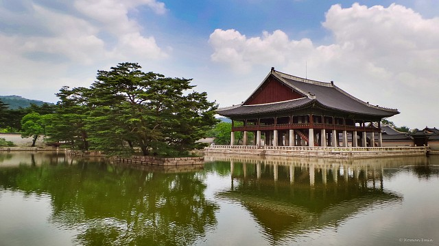 https://static.thousandwonders.net/Gyeongbokgung.360.4326.jpg