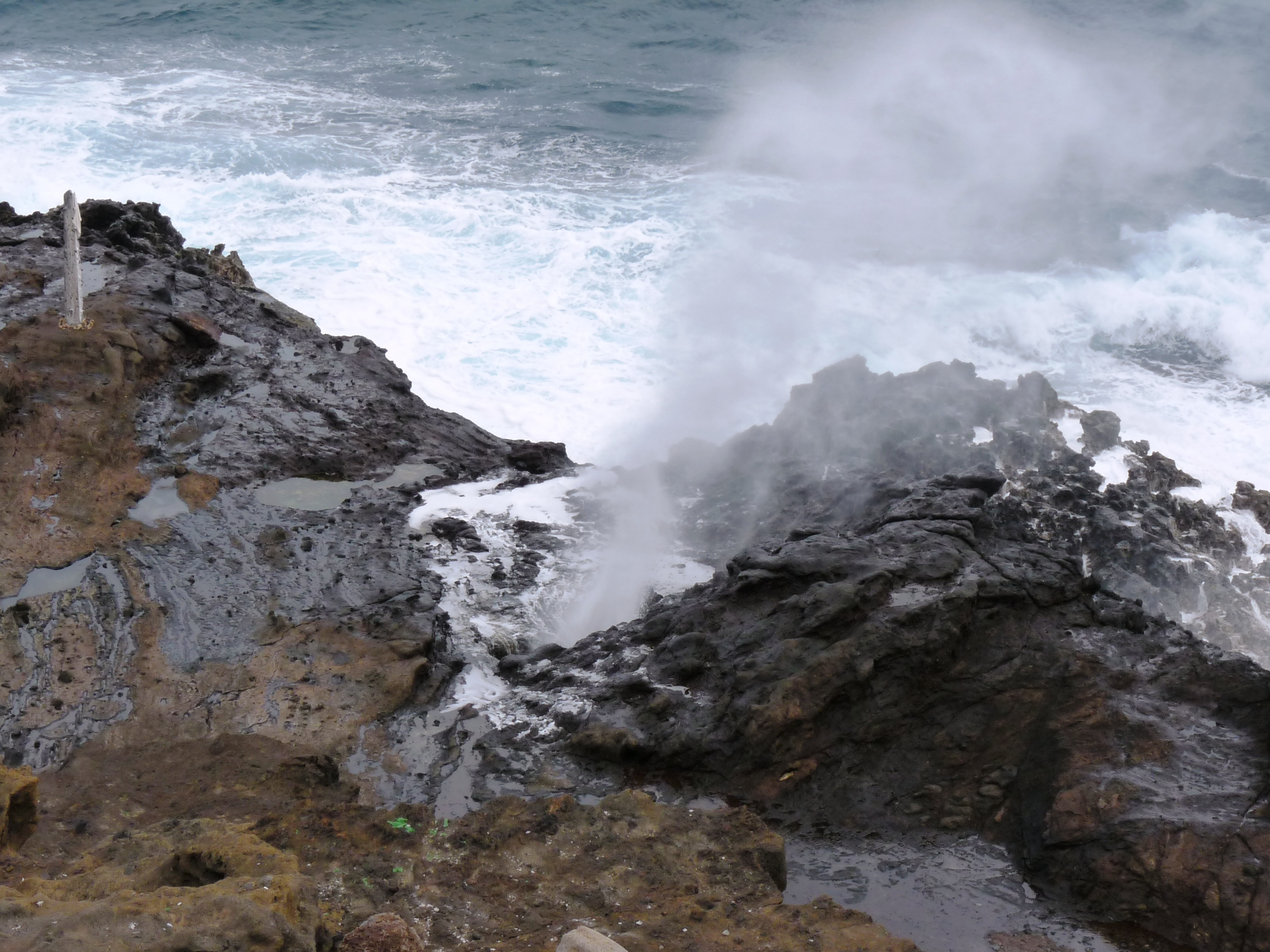 formation of oahu Hawaii is a very unique place on earth this is due to the fact that it is located right on the top of a hot spot a hot spot is a place where hot molten rock is pushed to the surface of the earth and causes volcanic activity this is what led to the creation of hawaii hawaii has literally emerged from the seas.