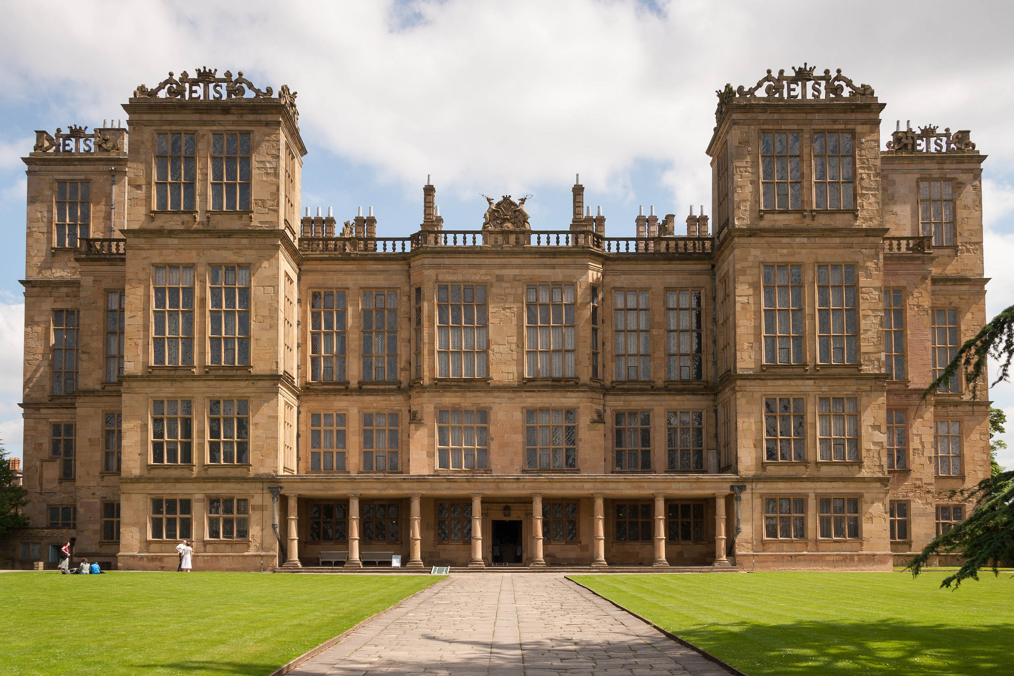 Hardwick Hall - Private Residence in England - Thousand Wonders