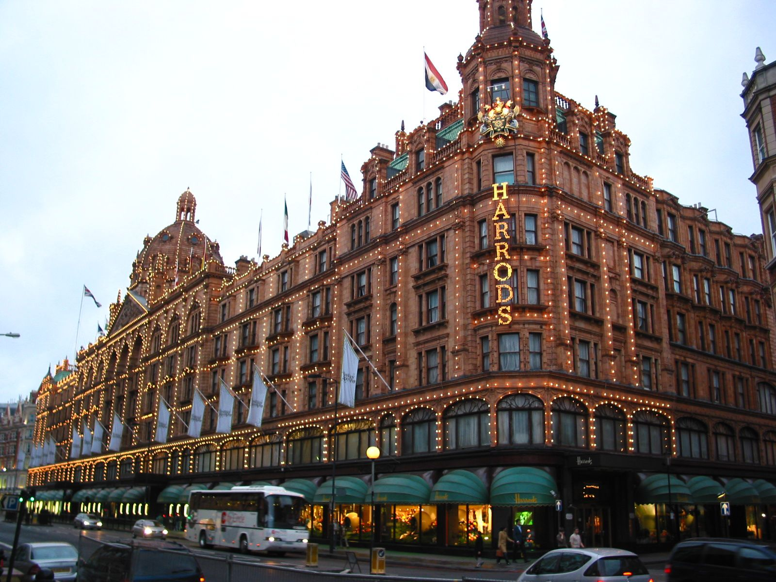 Harrods - Shopping Mall in London - Thousand Wonders