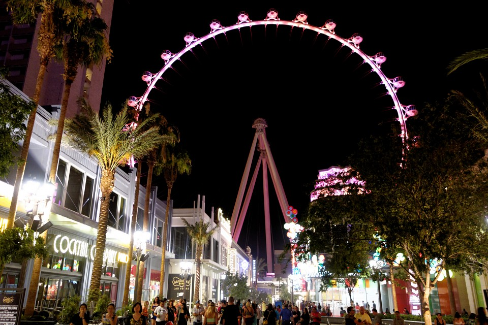 The High Roller at Night - High Roller