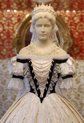 1867 replica of coronation gown worn by Sissi -front view  - Hofburg
