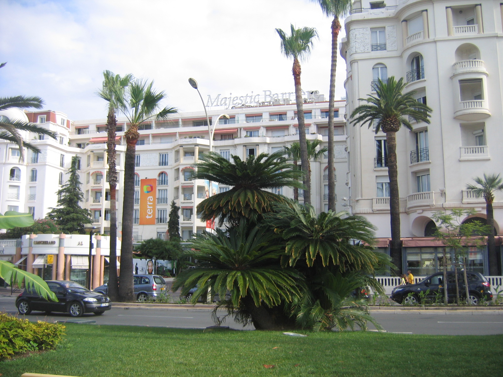 Hotel majestic barri thousand for Hotels barriere