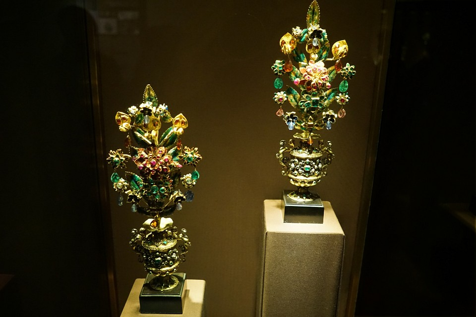 Day 09 - 016 - Vienna - Imperial Treasury - Floral Decorations - Imperial Treasury