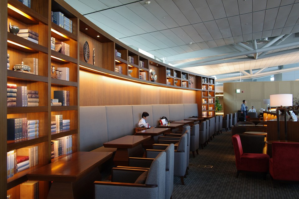 ICN Asiana Business Class Lounge: Interior - Incheon International Airport