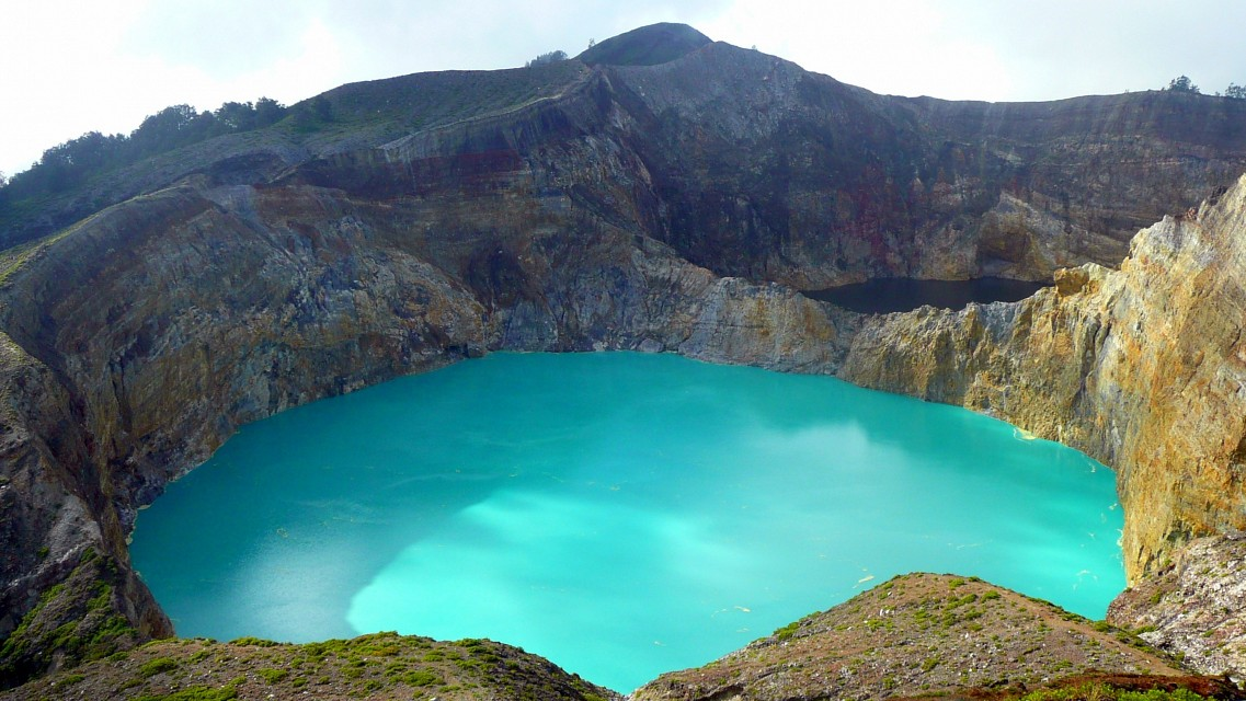 Kelimutu's blue and dark lakes - Kelimutu Crater Lakes