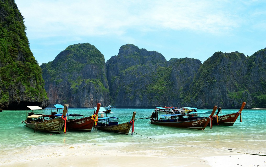 Long-tailed boats on