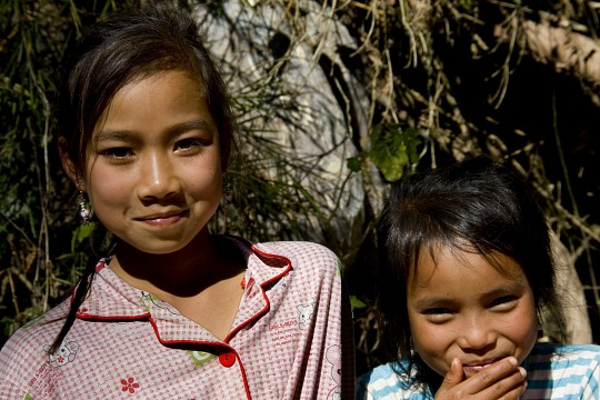 Two Khamu girls - Laos