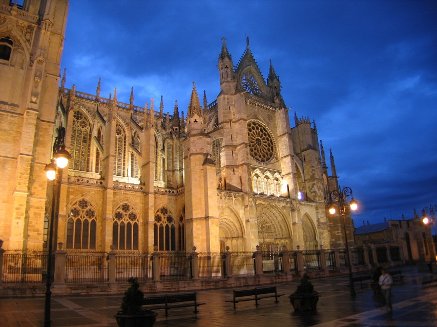 Leon Cathedral at Night - León Cathedral
