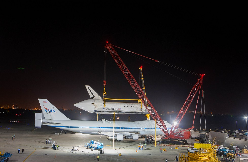 Endeavour Offload at LAX (201209220016HQ) - Los Angeles International Airport