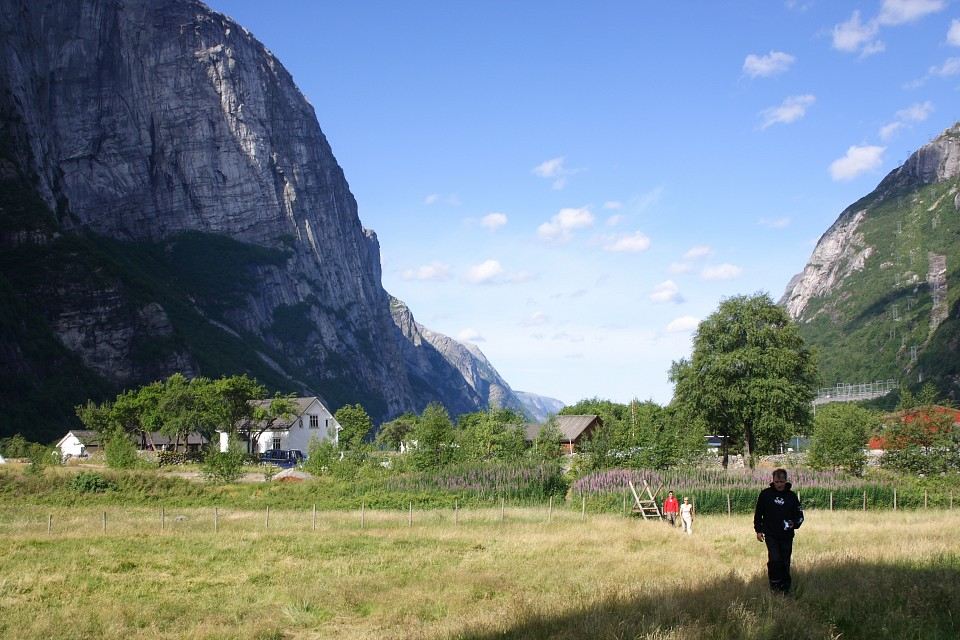 Arriving at the Pendulator for another round - Lysebotn