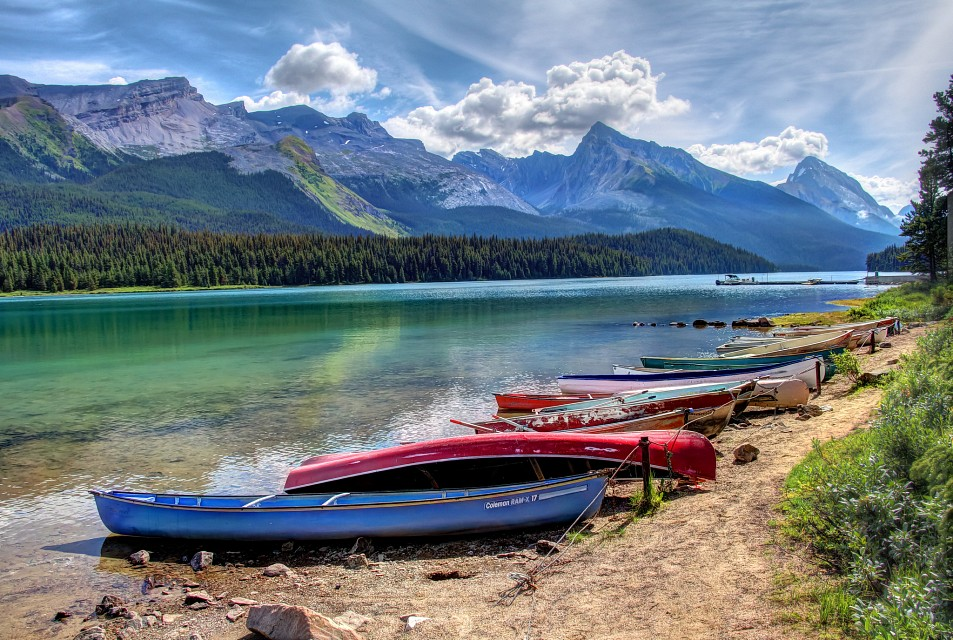 Boats on Maligne Lake - Maligne Lake