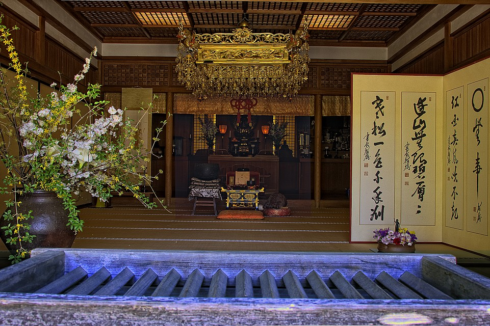 The main hall of Meigetsu-in temple - Meigetsu-in